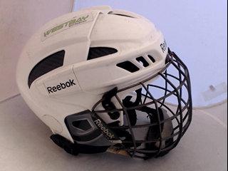 Hockeyhjälm Rebook med galler 6037b5bda6a86